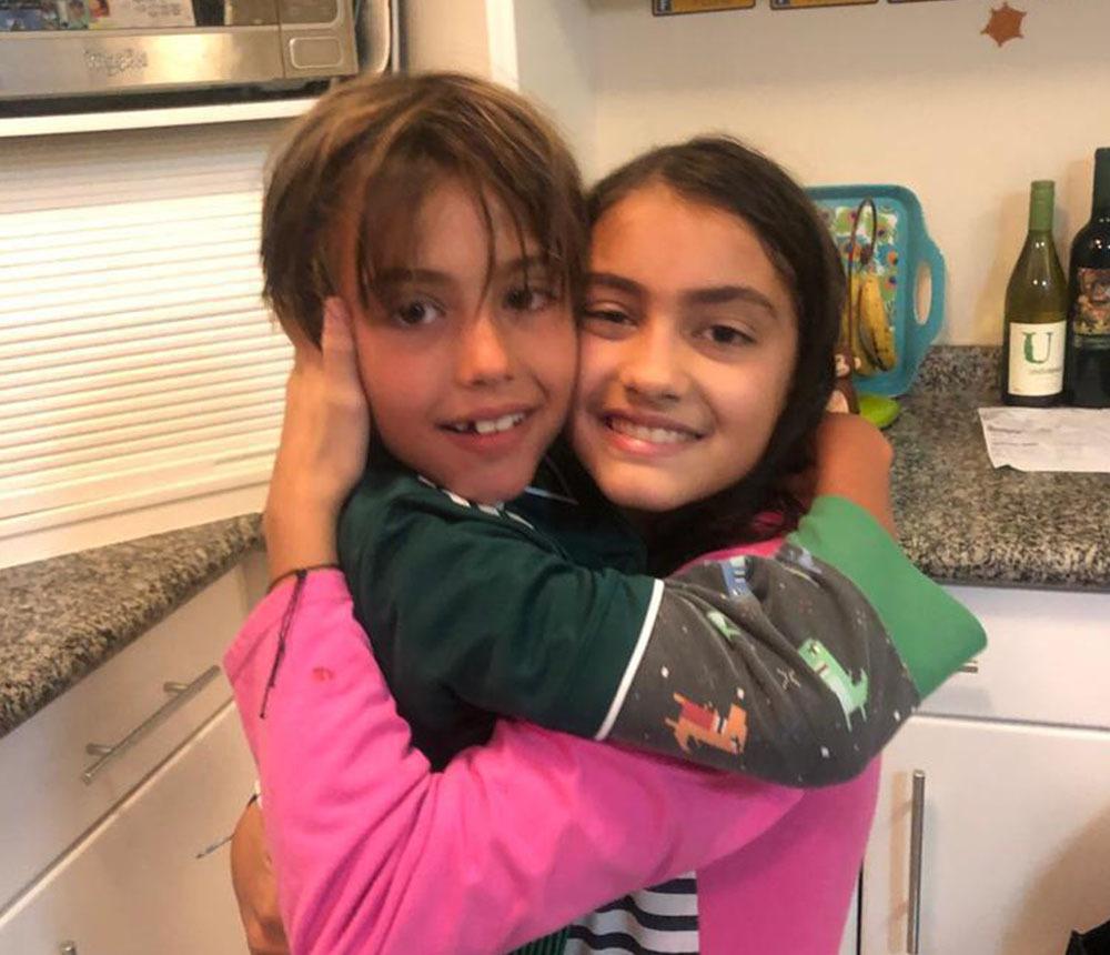 Autismo - Pedro com a irmã Bia