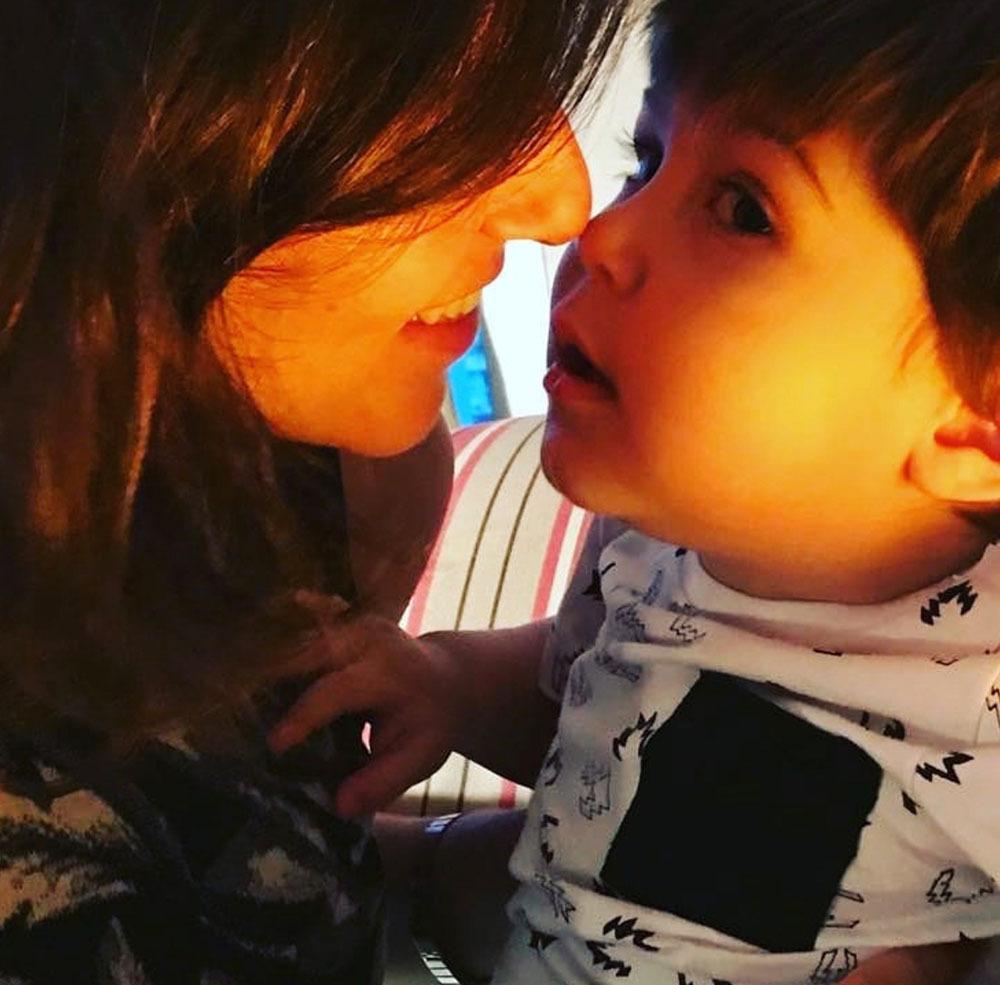 Mãe e filho método Montessori